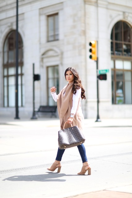 With white shirt, skinny jeans, beige heels and printed tote