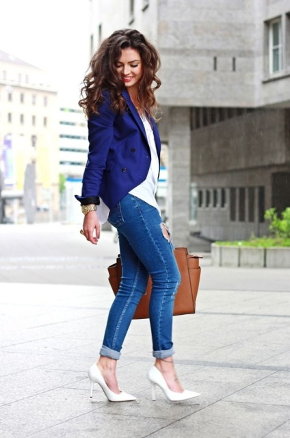 With white shirt, cobalt blue jacket, skinny jeans and brown bag
