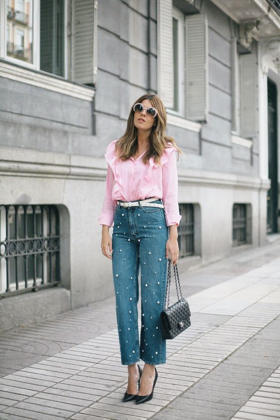 straight pearly jeans, a pink shirt, black heels and a bag for a girlish feel