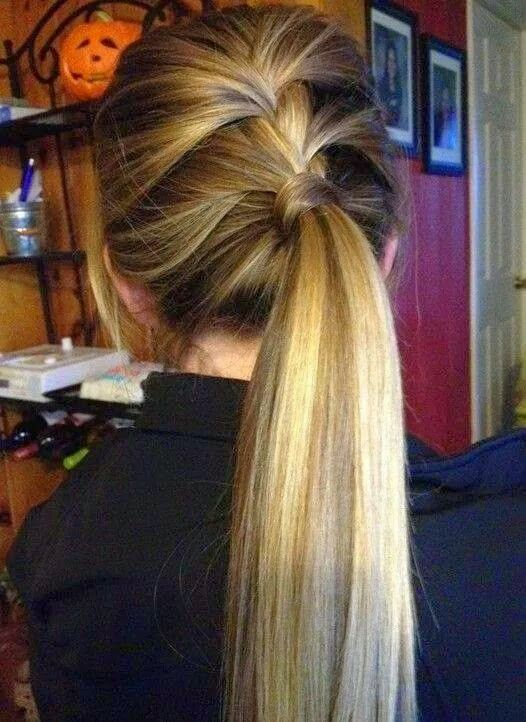 a low ponytail with a braid on top is a great idea to realize in a couple of minutes