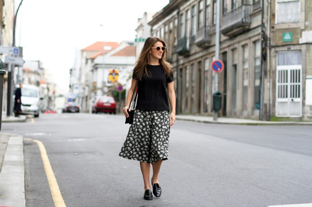 With black t-shirt, black flats and small bag