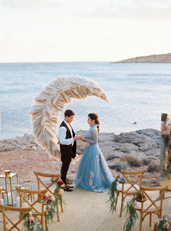 This wedding editorial took place in Greece, right on the sea shore and was inspired by fairytales and folk tales