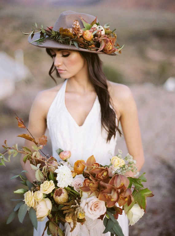 Her hat was matching the bridal bouquet with leaves and blooms of earthy colors inspried by late summer and fall