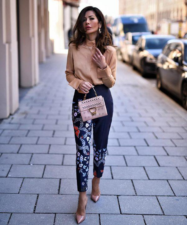 How-to-wear-floral-pants-600x723 Printed Pant Outfit-18 Ideas What to Wear With Printed Pants
