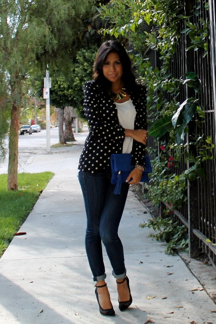 With white top, skinny jeans, black high heels and blue clutch