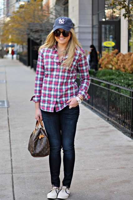 With plaid shirt, skinny jeans, white and black sneakers and printed bag