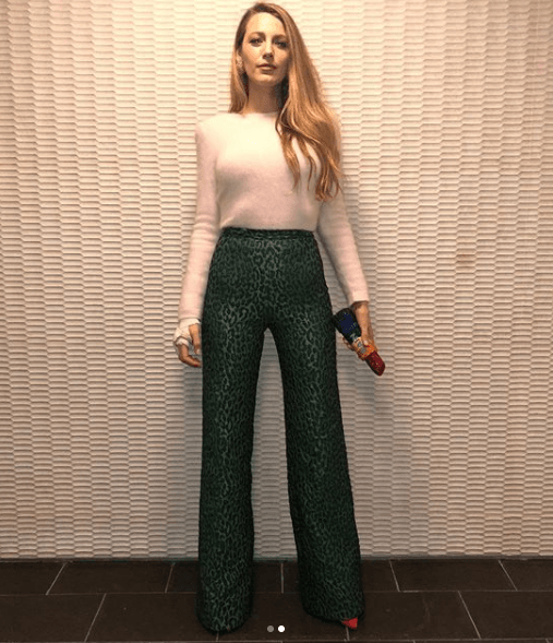 High-waisted-Pants Printed Pant Outfit-18 Ideas What to Wear With Printed Pants
