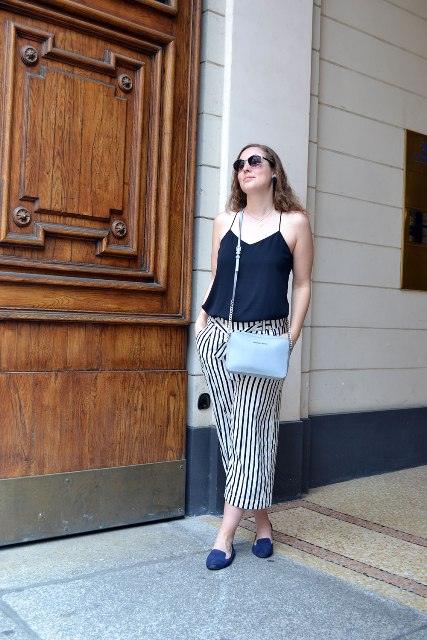 With navy blue top, navy blue flats and light blue bag