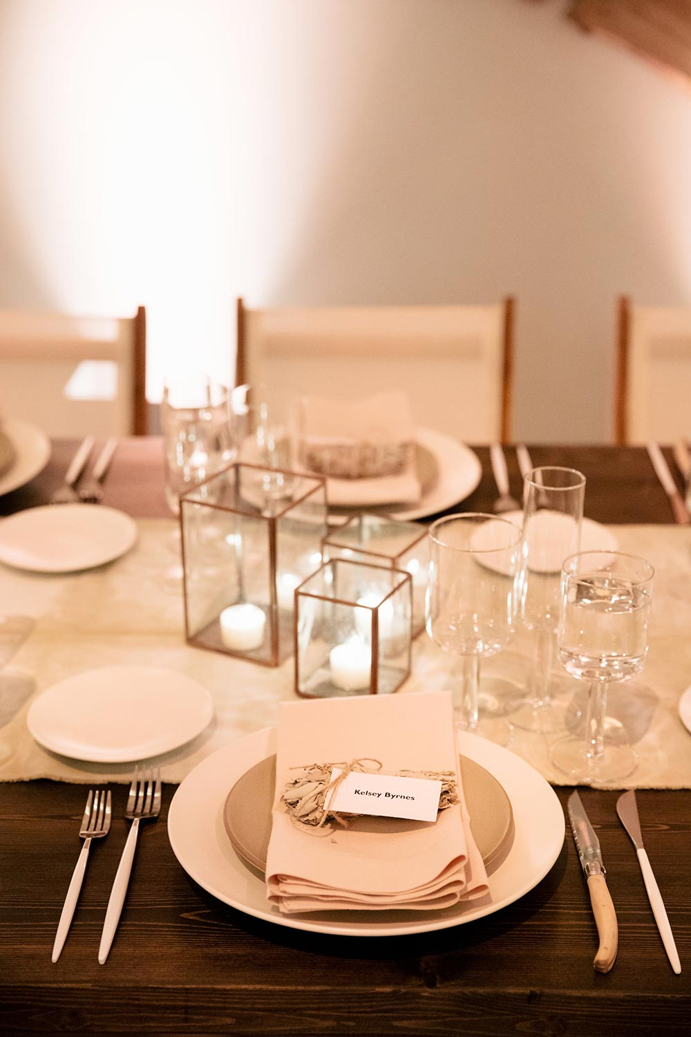 modern, minimalist reception place setting