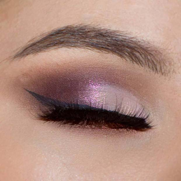 Light Purple Glitter Eye Shadow with Eyeliner Makeup Idea for Spring