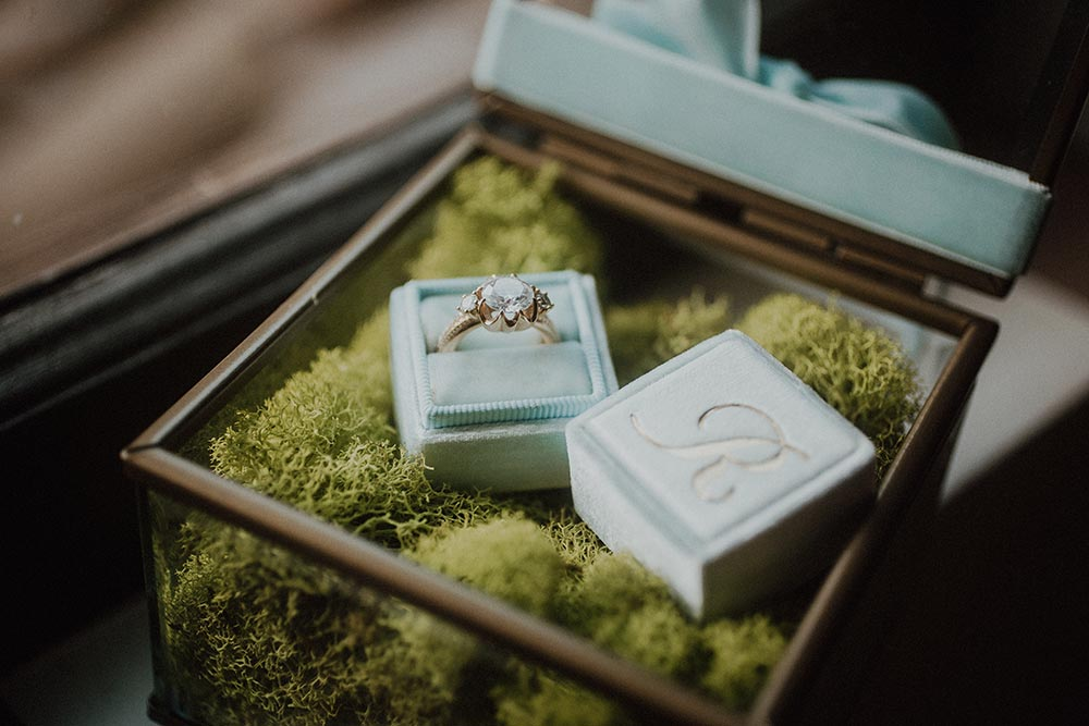 engagement ring and velvet ring box