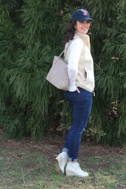 With white shirt, vest, jeans, ankle boots and gray tote