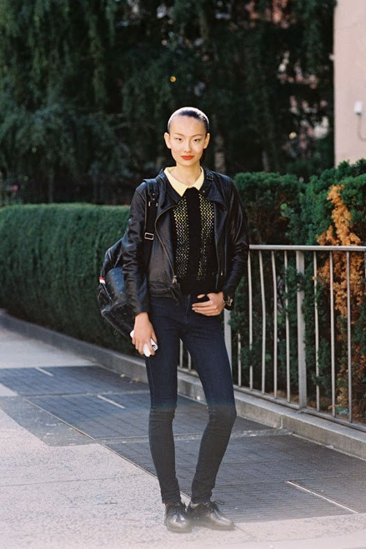 Leather-Bomber-Jacket15 21 Best Leather Bomber Jacket Outfits for Women