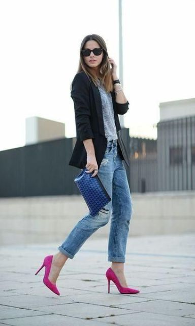 a grey tee, blue boyfriends, hot pink shoes and a black jacket