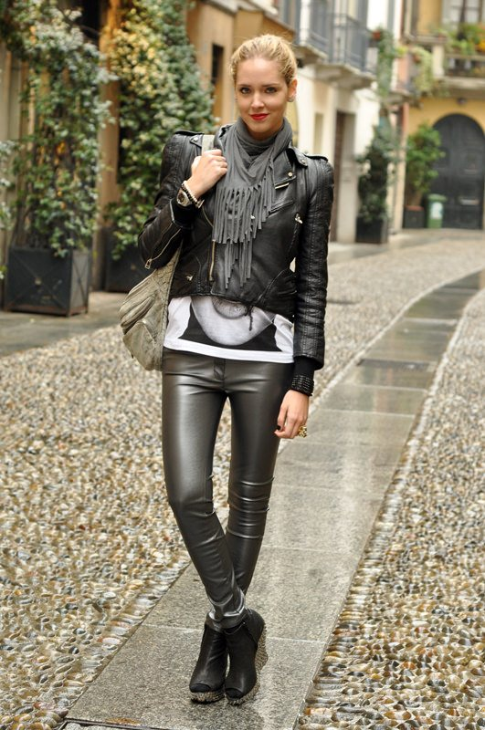 Women-Metallics7 26 Best Ideas on How To Wear Metallic Outfits For Girls