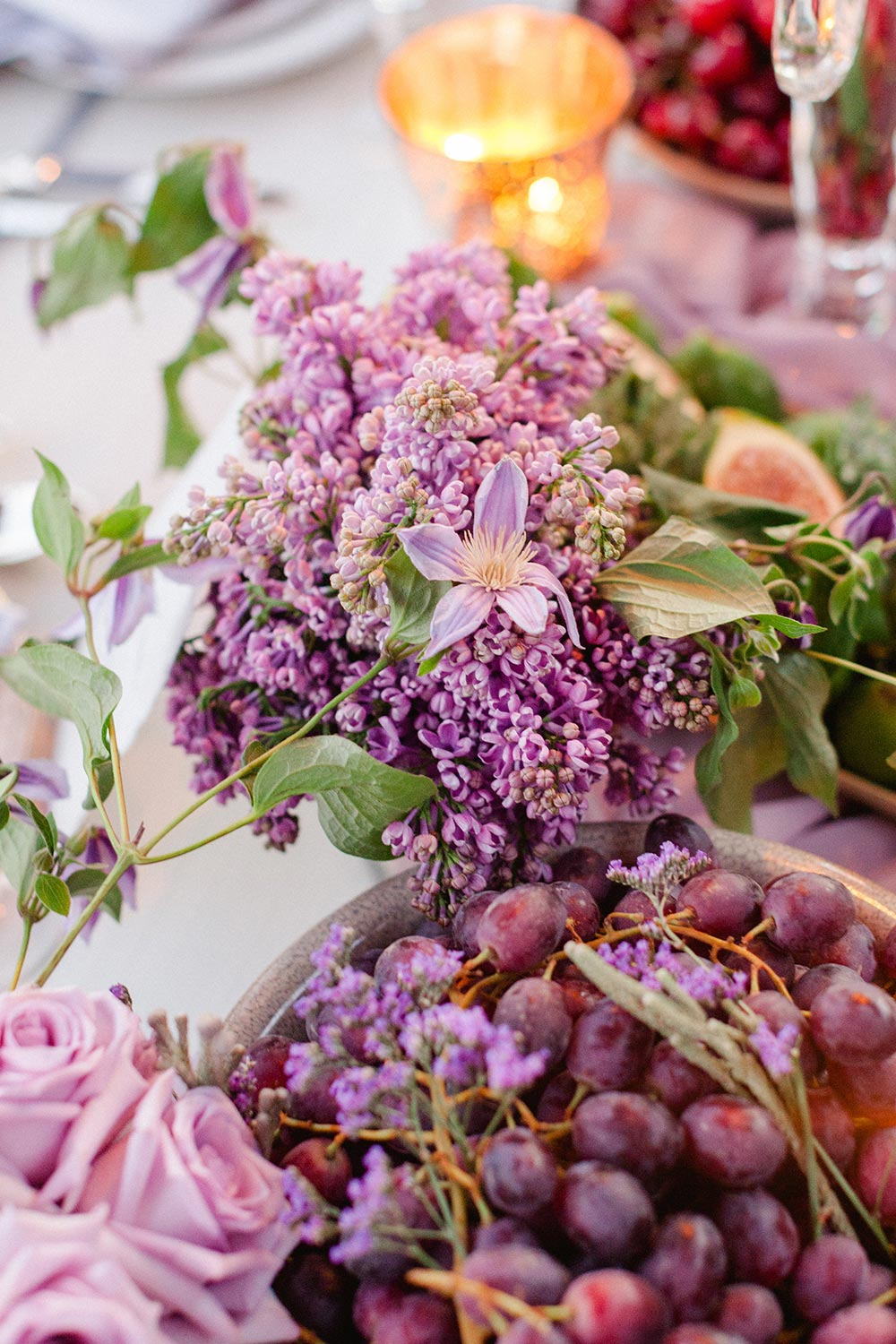 purple wedding flowers tablescape