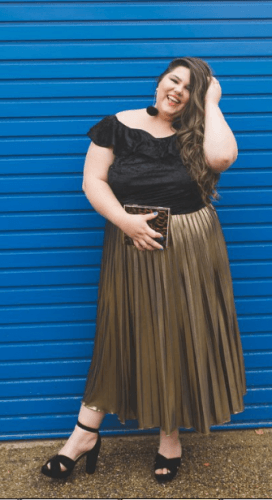 Off-shoulder-ruffle-top-with-gold-metallic-skirt-272x500 23 Ways to Style Plus Size Off-the-Shoulder Tops for Women
