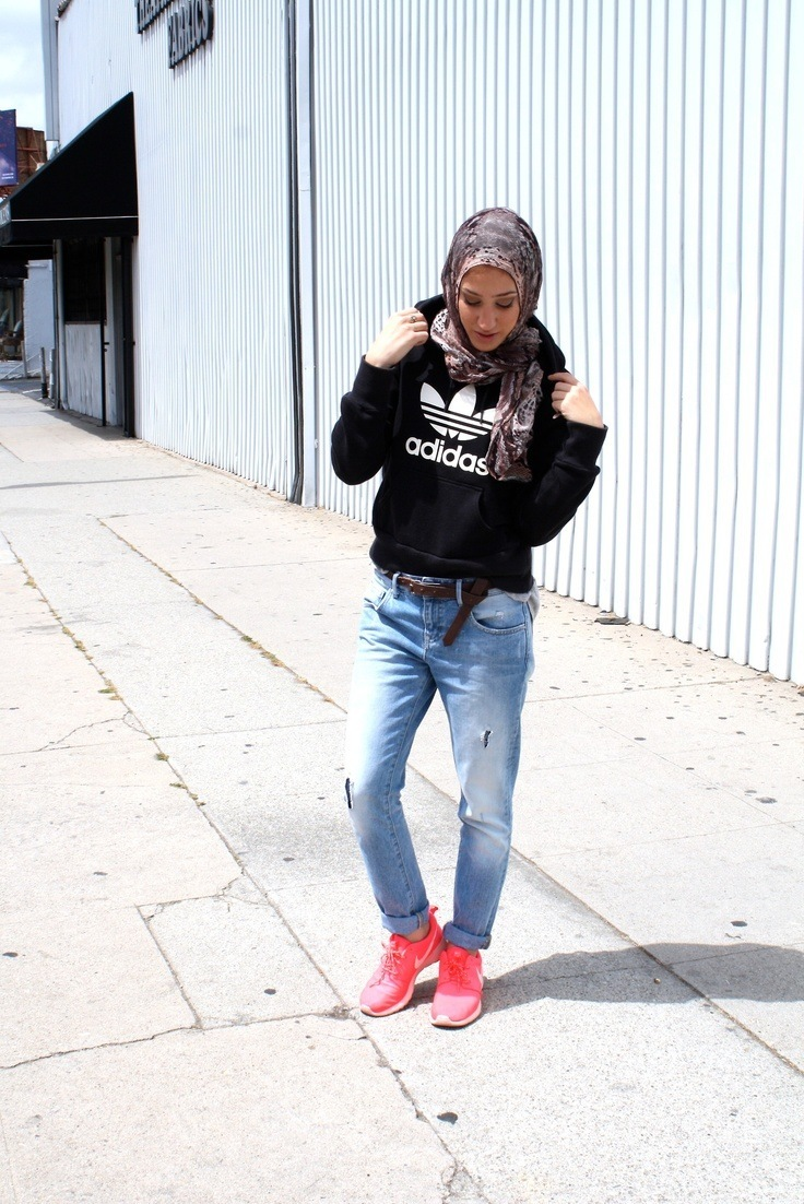 Sports-look-with-hijab 30 Stylish Ways to Wear Hijab with Jeans for Chic look
