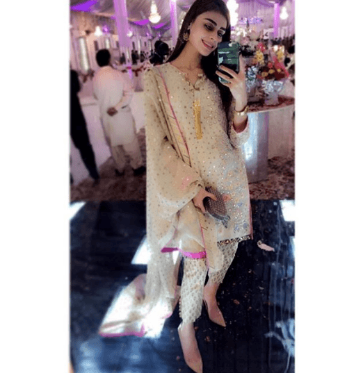 celebrity-style-wedding-kurta-pajama 25 Best Women Kurta Pajama for Wedding Styles 2018