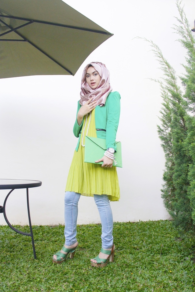 Elegant-hijab-fashion 30 Stylish Ways to Wear Hijab with Jeans for Chic look