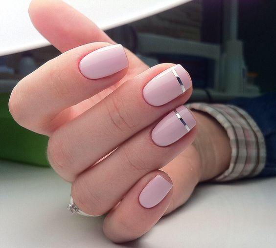 light pink nails with thin silver stripes is a chic modenr nail art suitable for a modern or minimalist bride