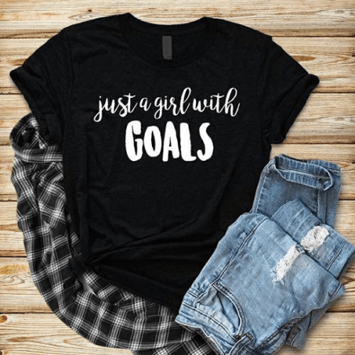 black-graphic-tee-1-500x500 Graphic Tee Outfits - 20 Ideas How to Wear a Graphic Tee