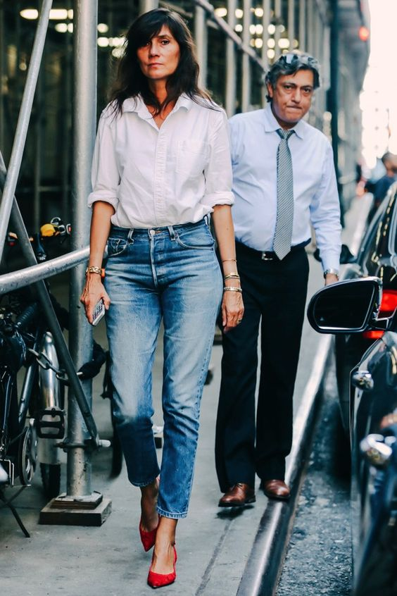 a white button down, blue cropped jeans and red pumps for a chic casual look