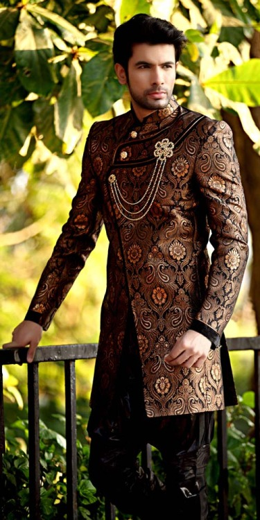 ways-to-wear-a-sherwani 20 Latest Style Wedding Sherwani For Men and Styling Ideas