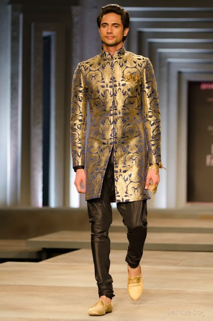 Indian-men-sherwani-style 20 Latest Style Wedding Sherwani For Men and Styling Ideas