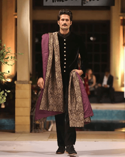 men-sherwani-with-dupatta 20 Latest Style Wedding Sherwani For Men and Styling Ideas