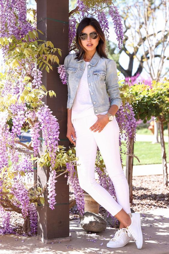 denim on denim trend with a white top, white skinnies, white sneakers and a blue denim jacket