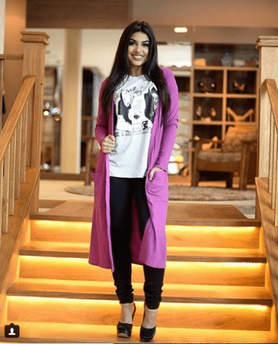 graphic-shirt-with-cardigan-1-404x500 Graphic Tee Outfits - 20 Ideas How to Wear a Graphic Tee