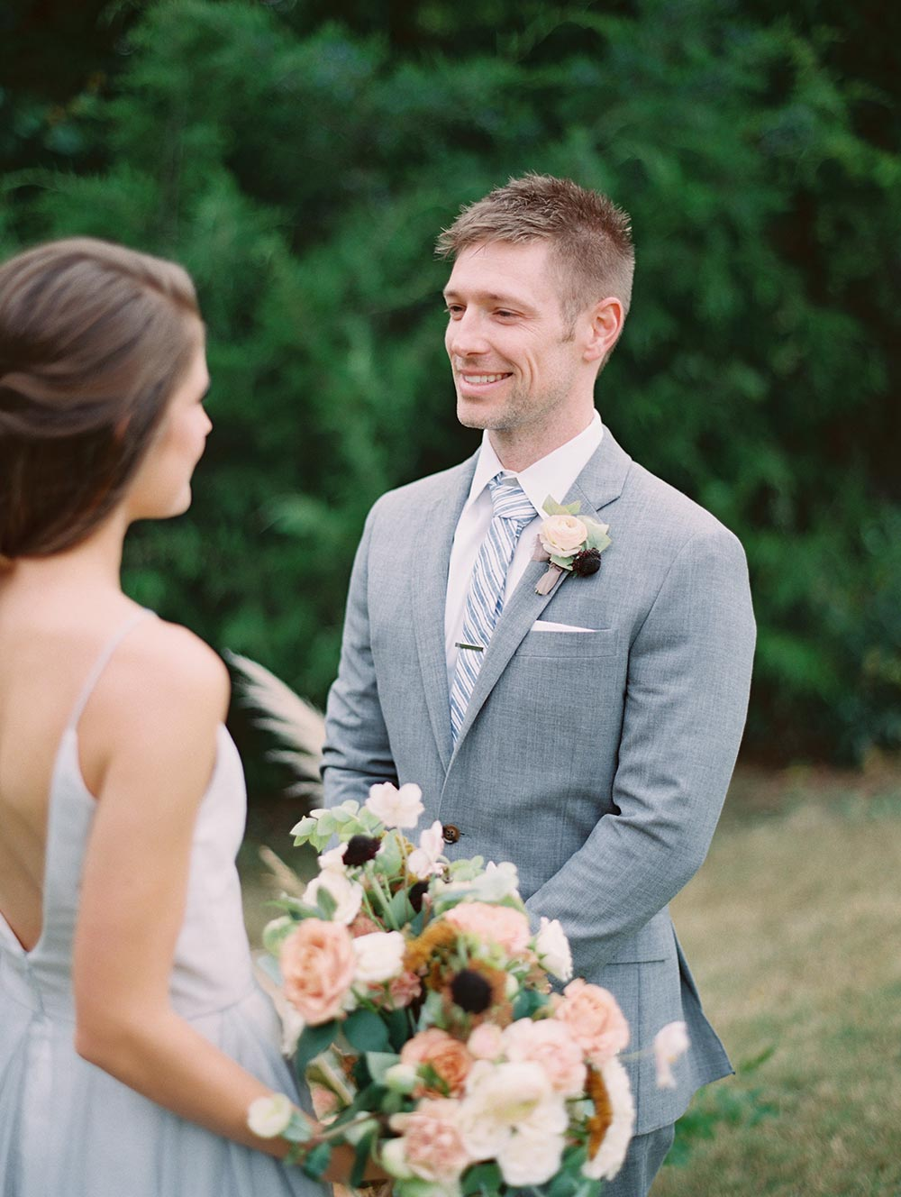 gray groom suit and ranuncula boutonniere