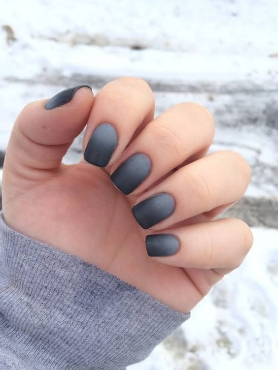 ombre grey to black matte nails look interestign and eye-catchy