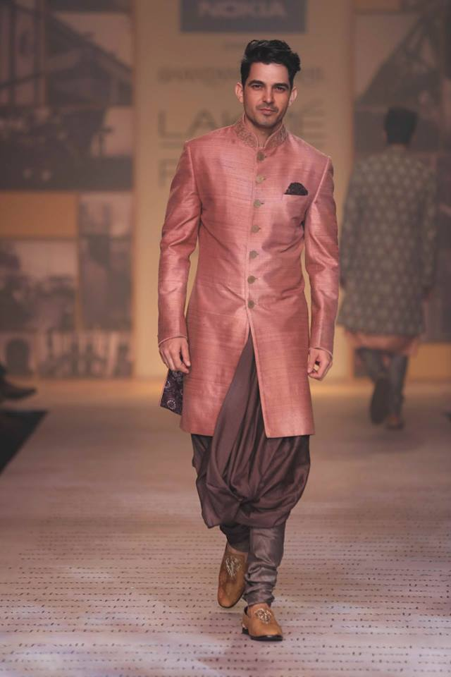 sherwani-for-men-photos 20 Latest Style Wedding Sherwani For Men and Styling Ideas