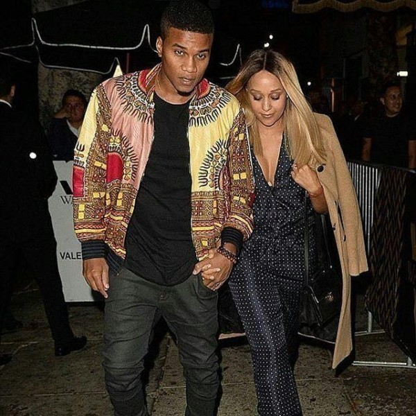 Tia-Mowry-and-Cory-hardict-600x600 Celebrities Couples Matching Outfits–25 Couples Who Nailed It