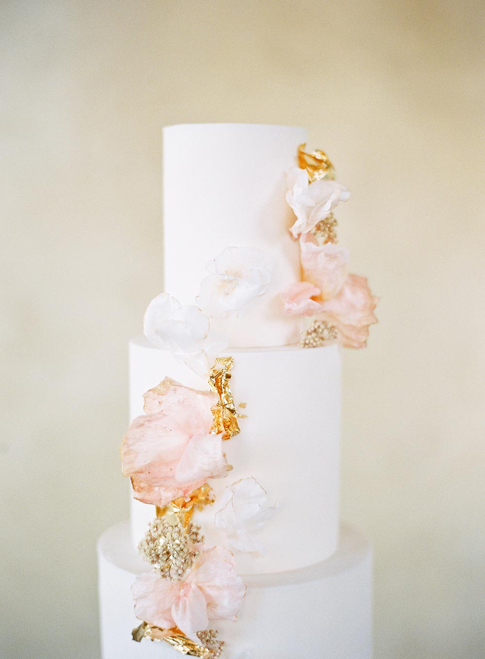 pink and gold speckled wedding cake