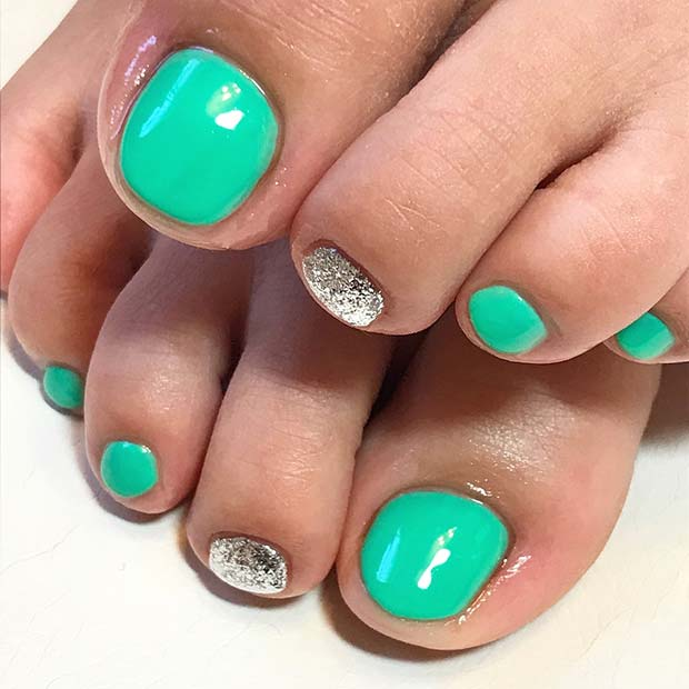Vibrant Green Toe Nail Design with Glitter
