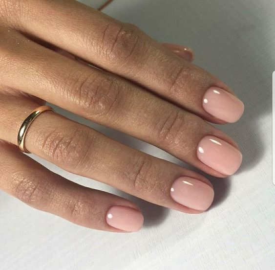 nude nails are a comfy ided that will fit any bridal look and can be rocked afterwards too