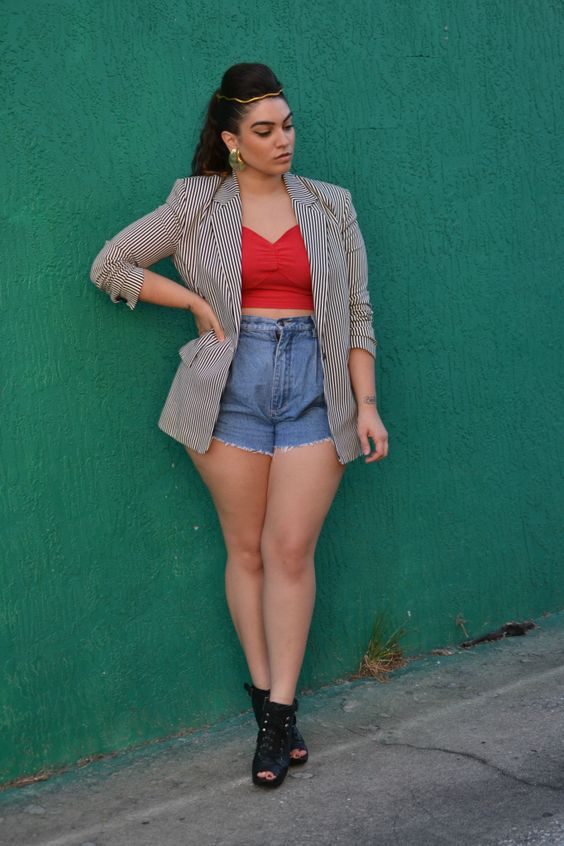 15-1 20 Ideas on How to Wear High Waisted Shorts for Plus Size Women