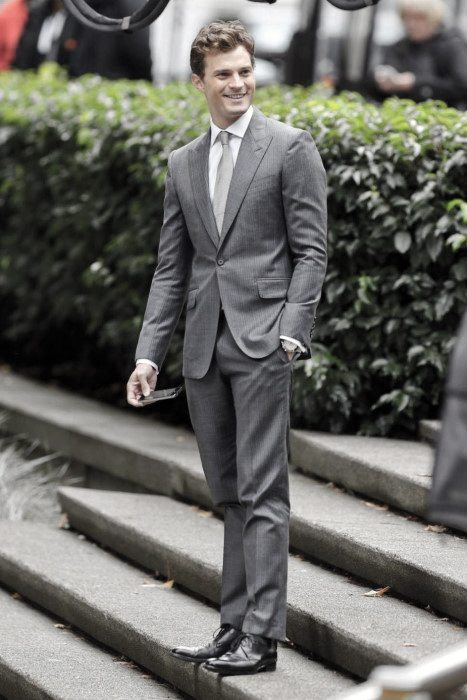 Celebrity-Style-Charcoal-Suit-and-Black-Oxfords 30 Best Charcoal Grey Suits with Black Shoes For Men