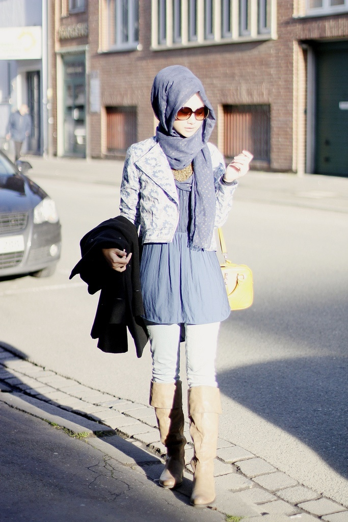 Hijab-style-with-long-boots 30 Stylish Ways to Wear Hijab with Jeans for Chic look
