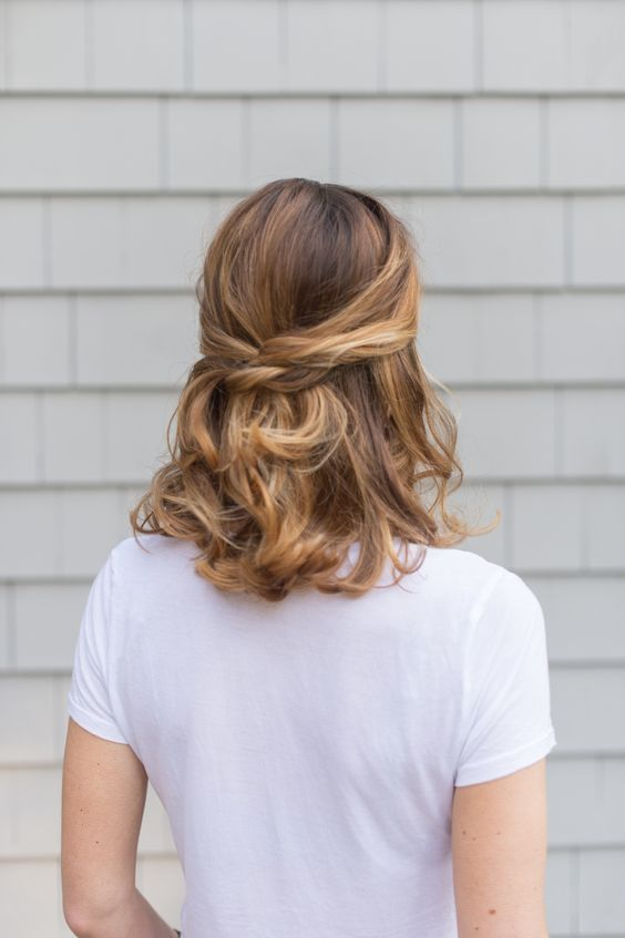 a twisted and wavy half updo is a chic and casual idea for a gorgeous look