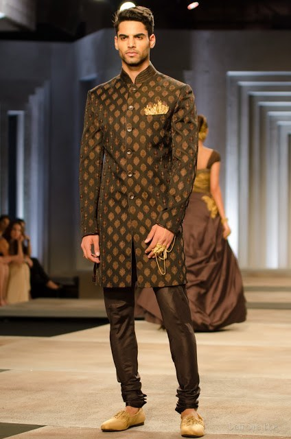 latest-style-sherwani-for-men 20 Latest Style Wedding Sherwani For Men and Styling Ideas