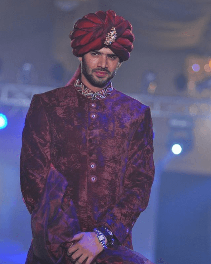 maroon-sherwani-for-men 20 Latest Style Wedding Sherwani For Men and Styling Ideas