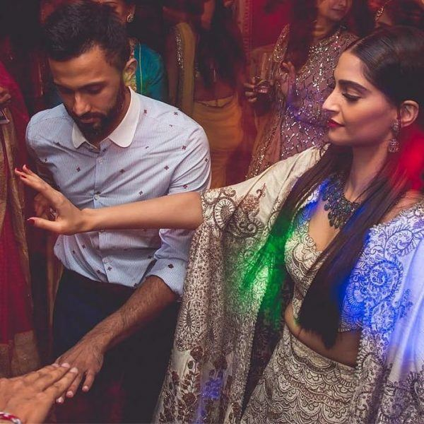 28-600x600 Sonam Kapoor Wedding Pics - Engagement and Complete Wedding Pictures