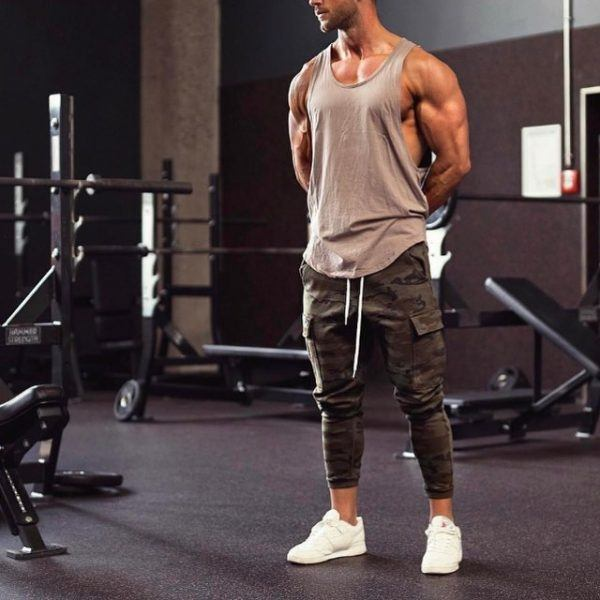 GYM-OUTFIT-600x600 25 Outfits to Wear with White Sneakers for Men