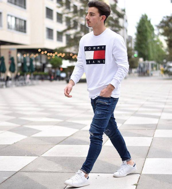 White-sneakers-with-jeans-600x659 25 Outfits to Wear with White Sneakers for Men