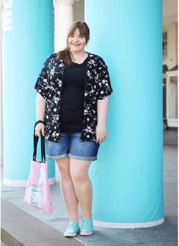 Sightseeing-outfit-364x500 How to Wear Shorts for Plus Size–20 Plus Size Shorts Outfits