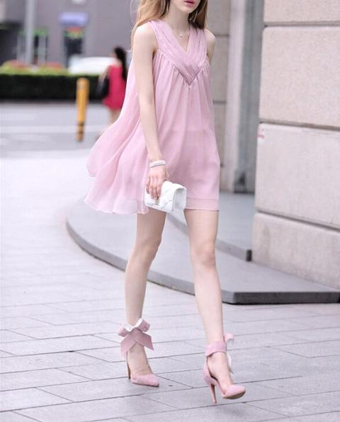 With pale pink high heels and white mini clutch